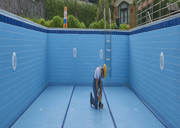 Leisure Pools vs. River Pools: Which Fiberglass Pool Manufacturer is Best For You?